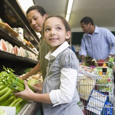 Fun conversational tips while grocery shopping with your children